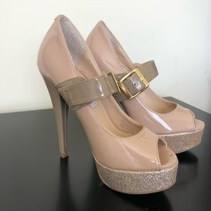 NEW STEVE MADDEN beige and gold heels size 6